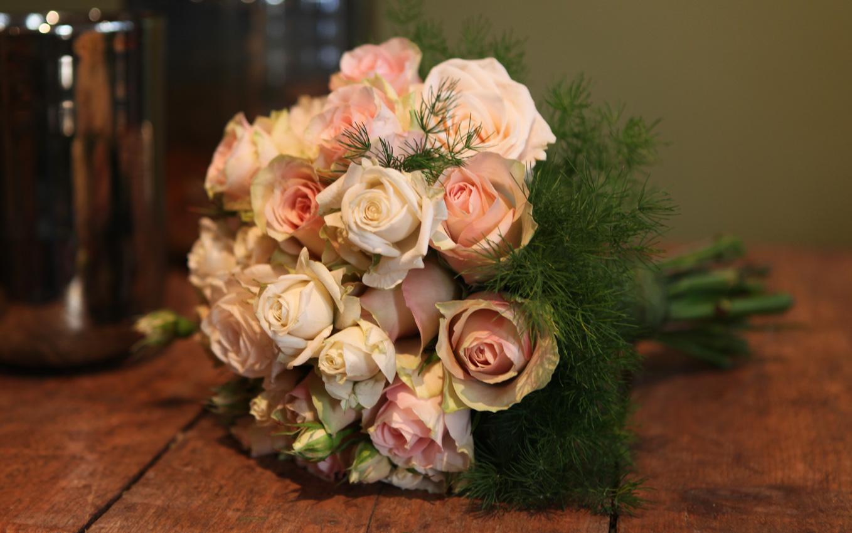 altijd-bloemen-blaricum-bruidsboekettAltijd Bloemen, bloemist in Blaricum - bruidsboeket bestellen 1en-1